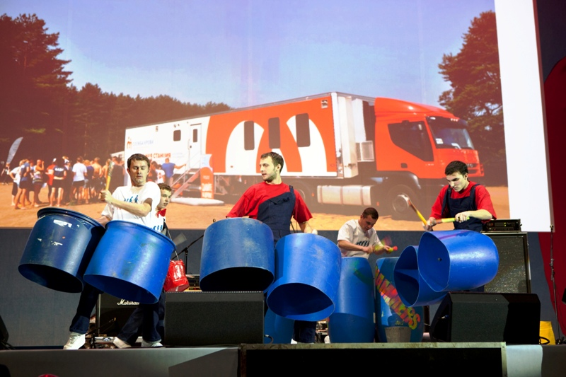Шоу барабанщиков «HUMMERS» сказали спасибо донорам