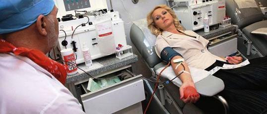 Министр Татьяна Голикова во Всемирный день донора сдала плазму крови и наградила почетных доноров
