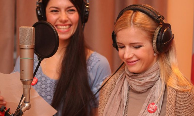 Финалист конкурса Александра Носач и Юлия Михальчик с песней «По капельке любовь даря»