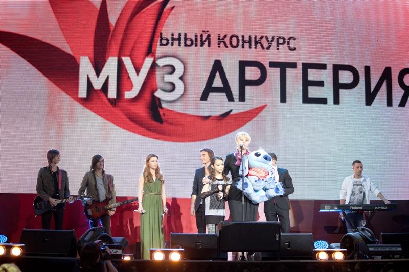 Выступление группы ХАКИ и Ренаты Кокнаевой на финальном концерте конкурса МУЗАРТЕРИЯ