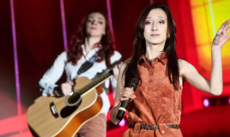 StreetMusical: участница стритмюзикла ЭХО ШАГОВ — Екатерина (группа Атаманка, Санкт-Петербург)