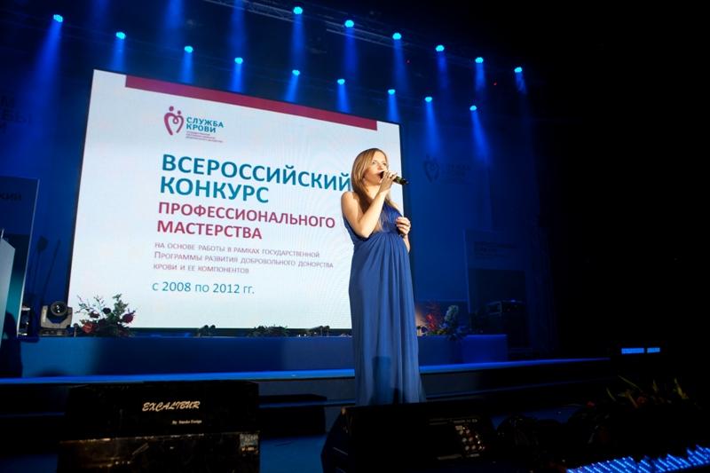 Юлия Михальчик и Александра Носач на Форуме Службы крови 2012