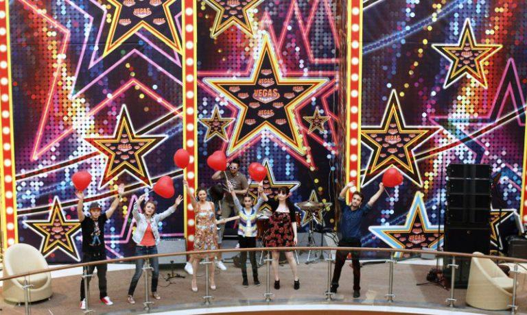 29 мая в Москве, в ТРК VEGAS прошел вокальный флэшмоб ПОМОГАТЬ-ХОРОШО