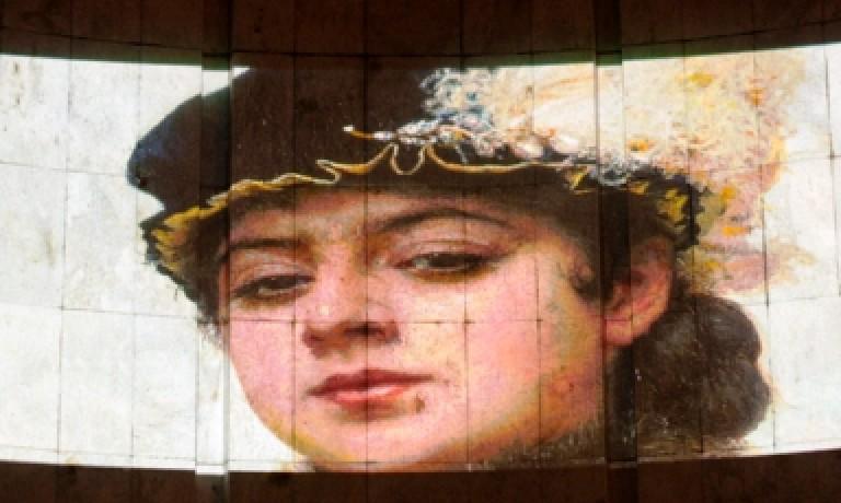 Интерактивные картины из Третьяковской галереи побывали на стенах Челябинского драматического театра